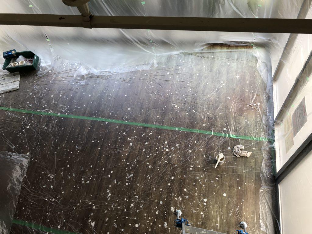 2020/05/28 16:40 天井ペンキ塗り替え、床面も張っといてよかった