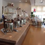 2011/08/16 16:16 カフェアイン 店内 4連サイフォン用バーナーと まだキレイなカウンター
